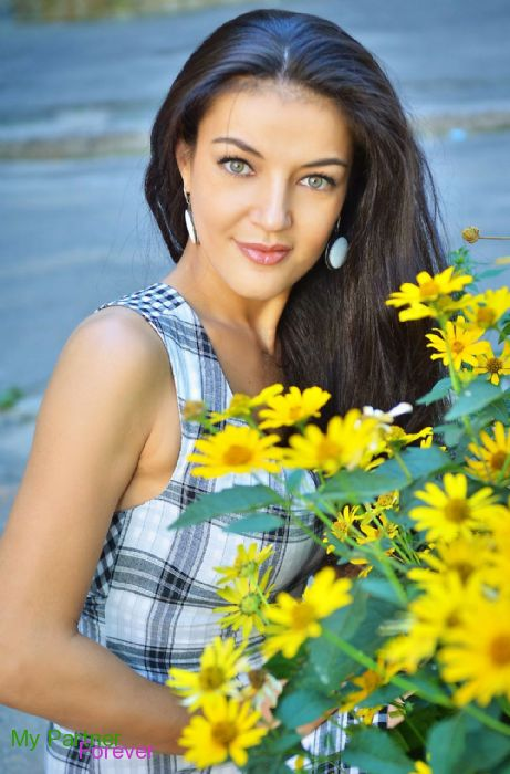 Dating Service to Meet Stunning Ukrainian Woman Oksana from Kharkov, Ukraine