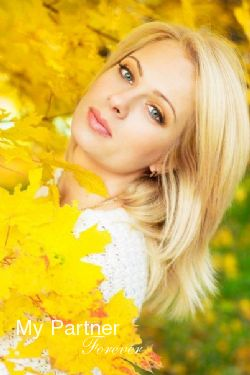 Dating Service to Meet Pretty Ukrainian Woman Elena from Kharkov, Ukraine