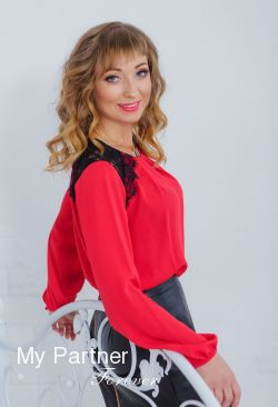 Dating Service to Meet Sexy Ukrainian Girl Elena from Nikolaev, Ukraine