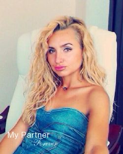Dating Site to Meet Gorgeous Ukrainian Lady Yuliya from Odessa, Ukraine