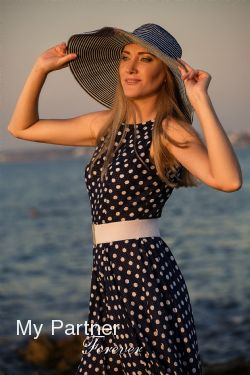 Dating with Pretty Russian Lady Lyudmila from Sevastopol, Russia