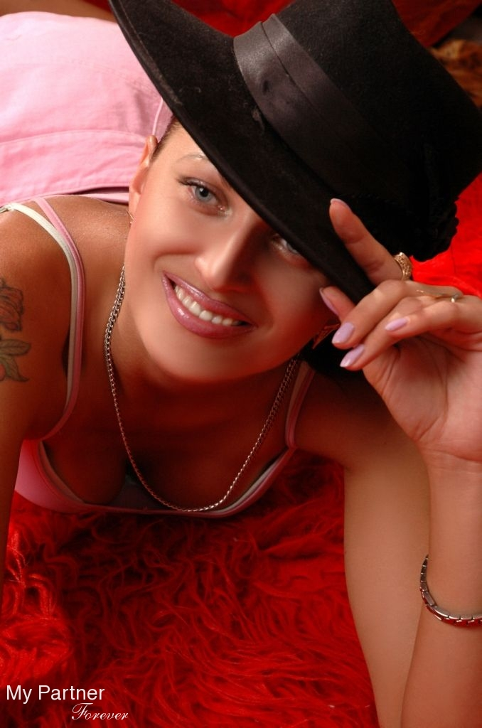 Dating Service to Meet Gorgeous Ukrainian Lady Oksana from Kharkov, Ukraine