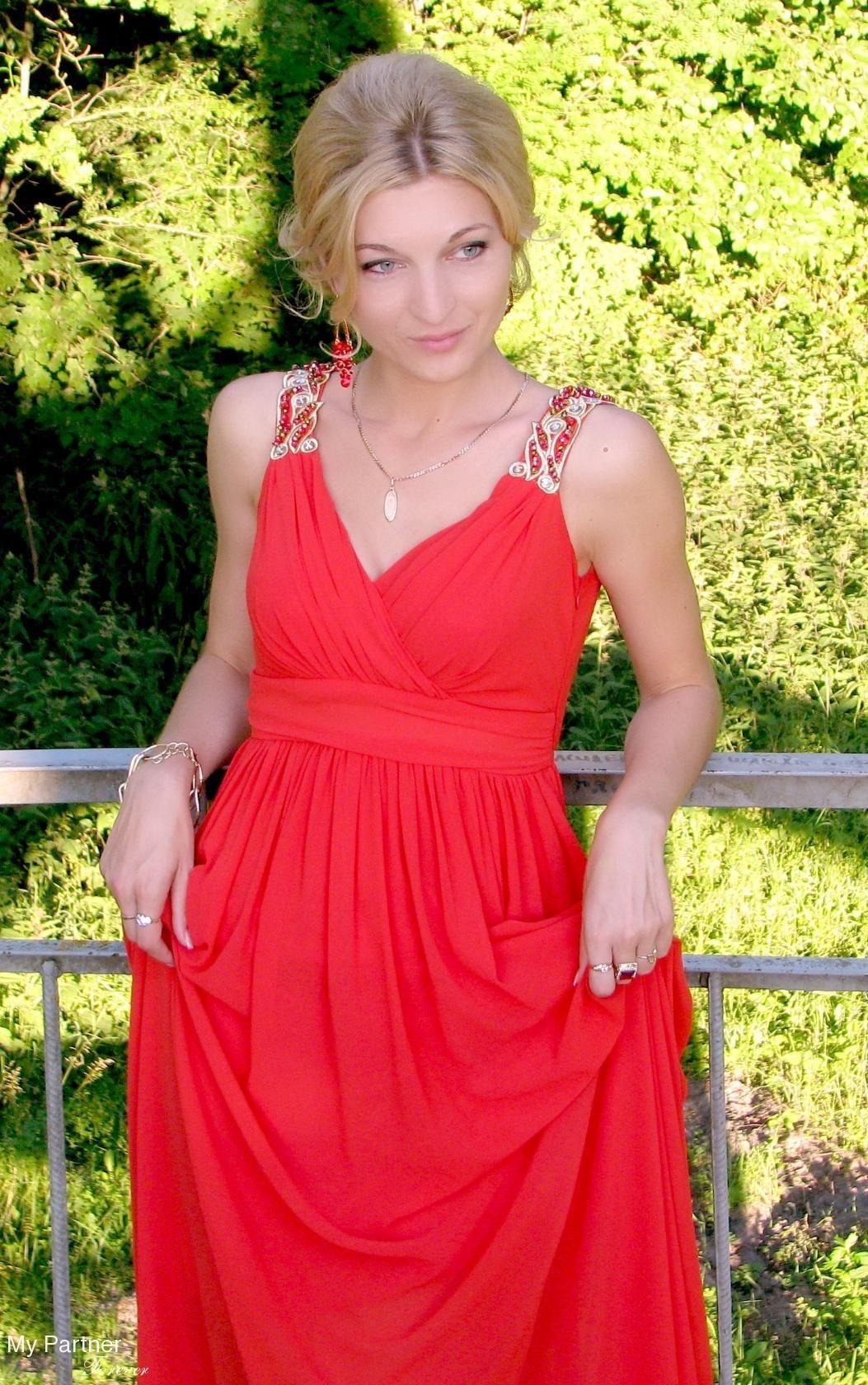 Dating Service to Meet Pretty Belarusian Lady Oksana from Grodno, Belarus