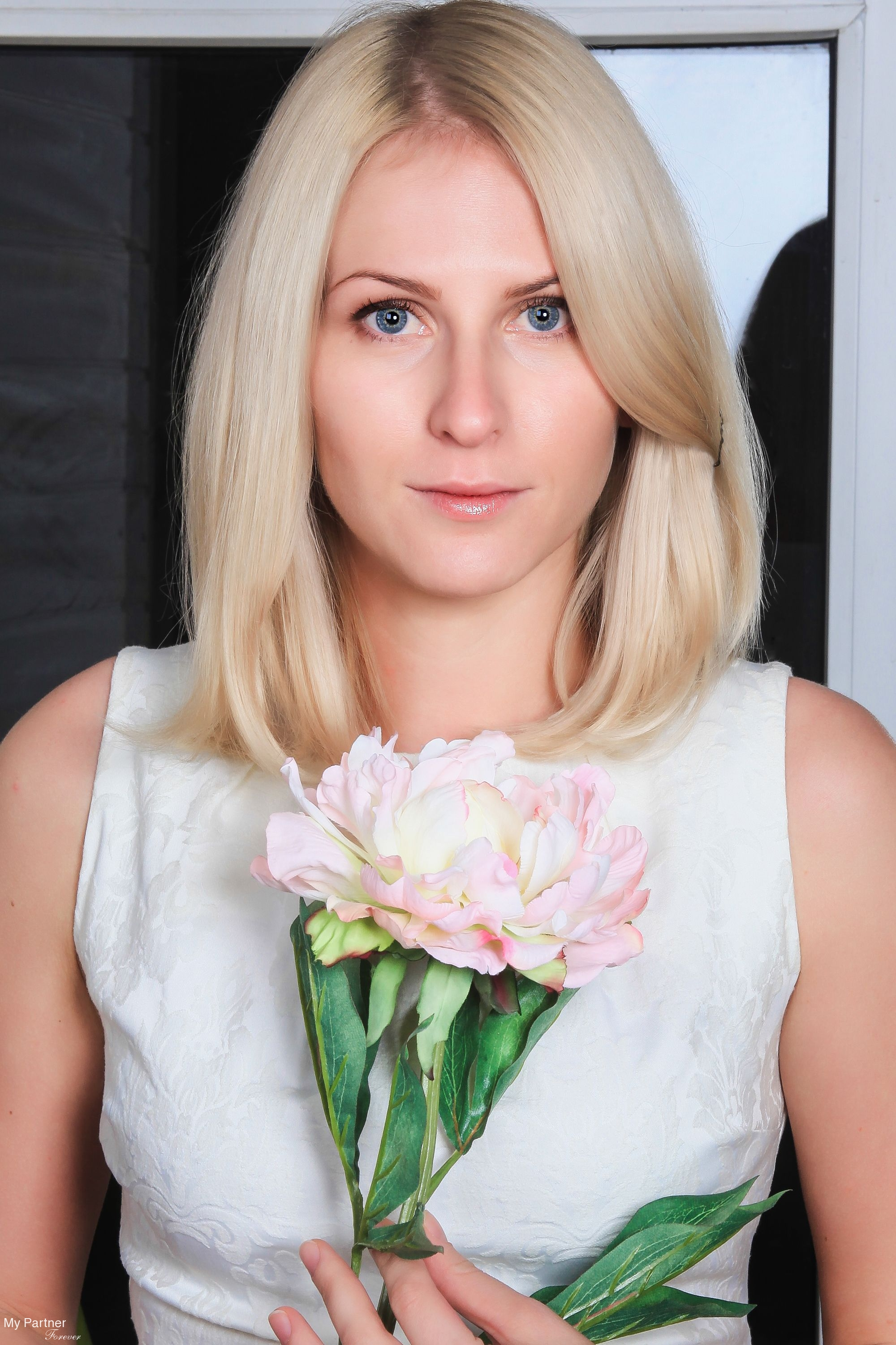 ilhus single women Find smart, attractive single women looking for men in your area with elitesingles.