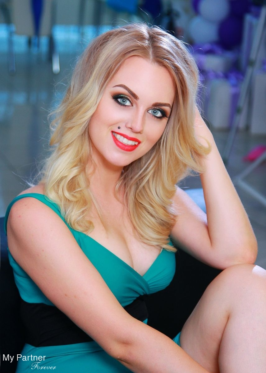 Model creates online dating agency