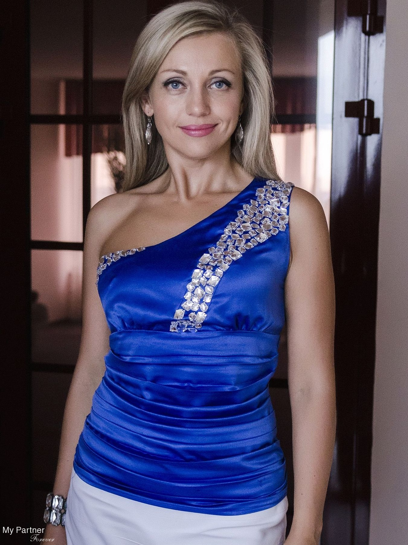 """dating moscow russia Russia's single ladies fed up with country's useless bachelors anna nemtsova reports on the glamorous moscow girls who are giving up on their """"useless"""" countrymen."""