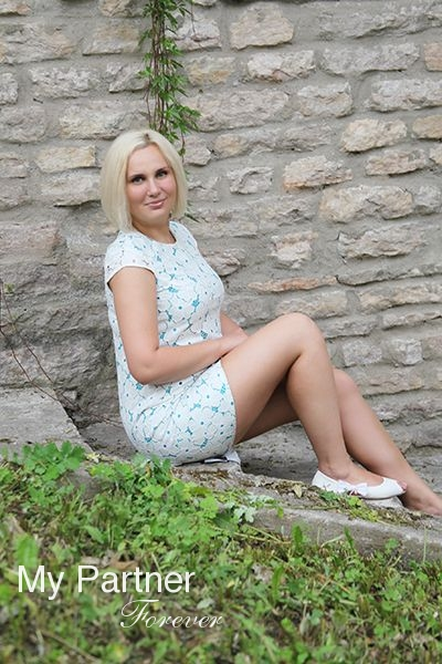 Beautiful Russian Bride Elena from Pskov, Russia