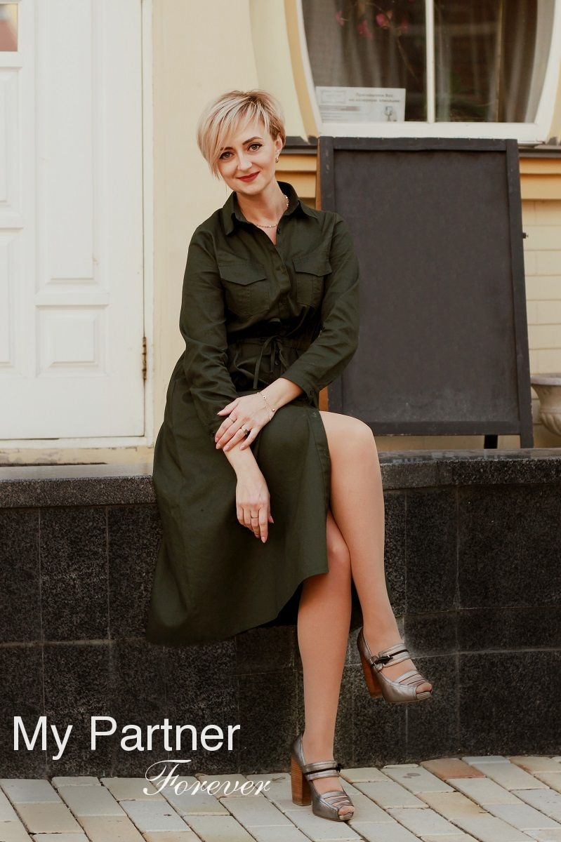 Dating Service to Meet Charming Ukrainian Woman Viktoriya from Kiev, Ukraine