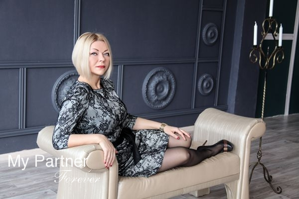 Dating Service to Meet Gorgeous Russian Woman Svetlana from Pskov, Russia