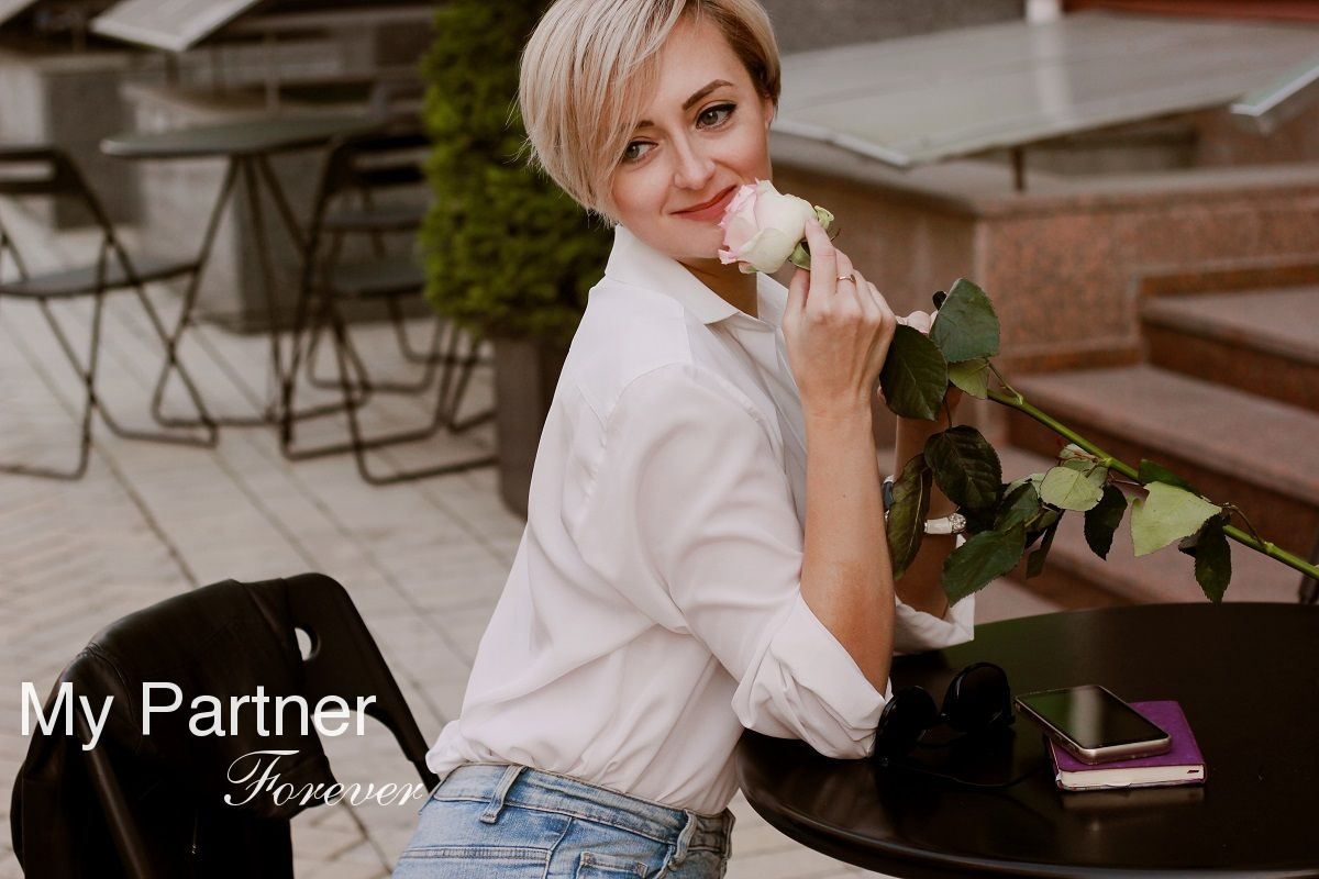 Dating Service to Meet Gorgeous Ukrainian Woman Viktoriya from Kiev, Ukraine