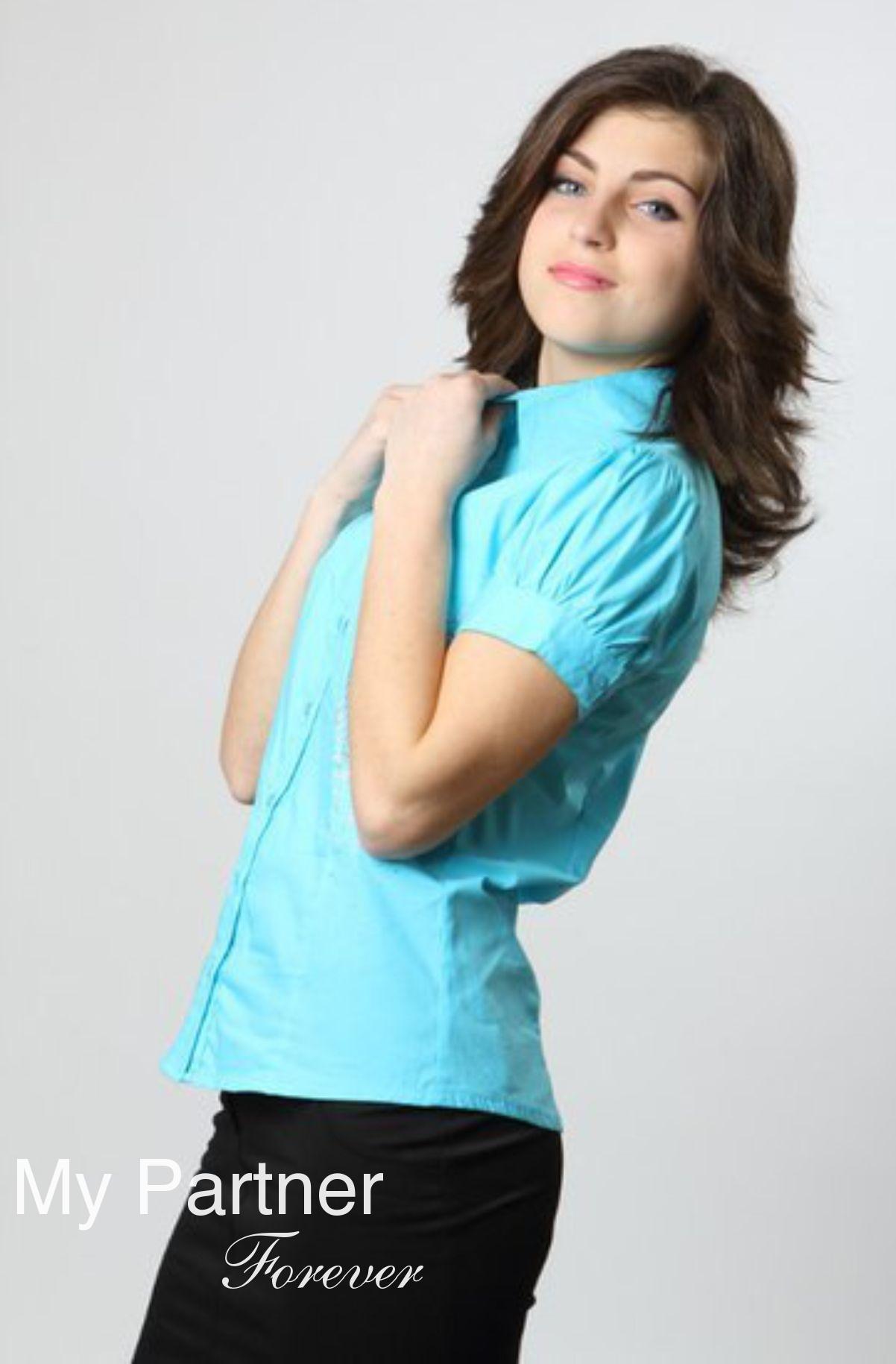 Dating Service to Meet Single Ukrainian Woman Elena from Vinnitsa, Ukraine