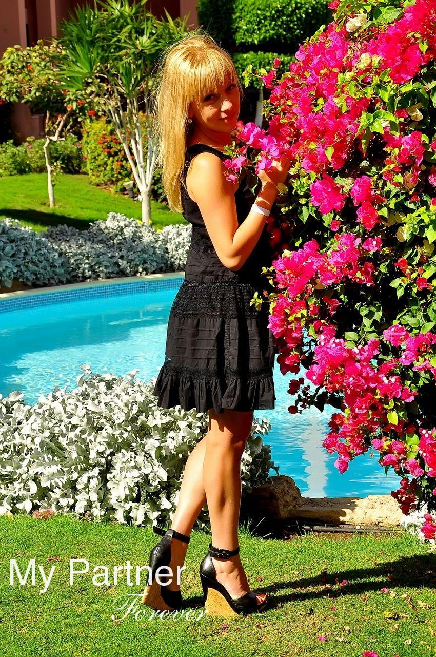 Dating Service to Meet Stunning Ukrainian Girl Marina from Kharkov, Ukraine