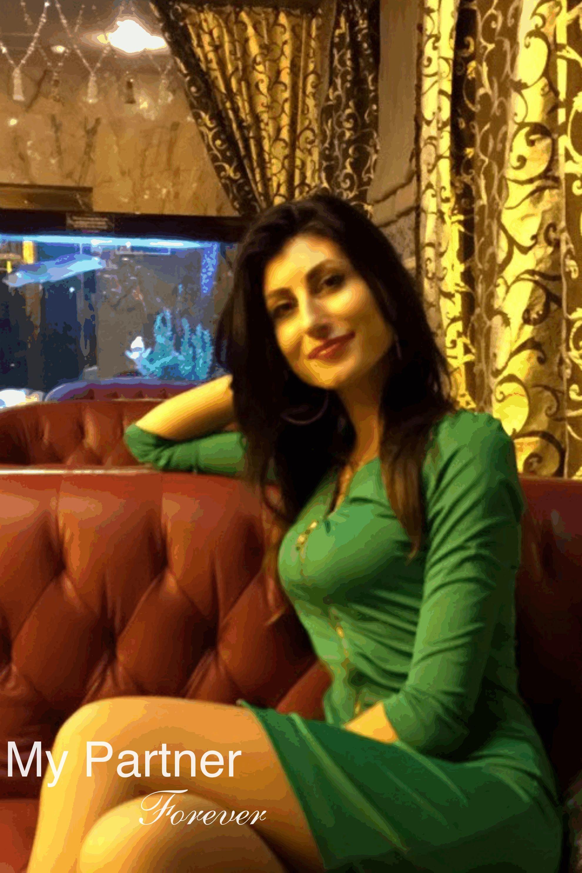 Dating Service to Meet Stunning Ukrainian Girl Yuliya from Vinnitsa, Ukraine