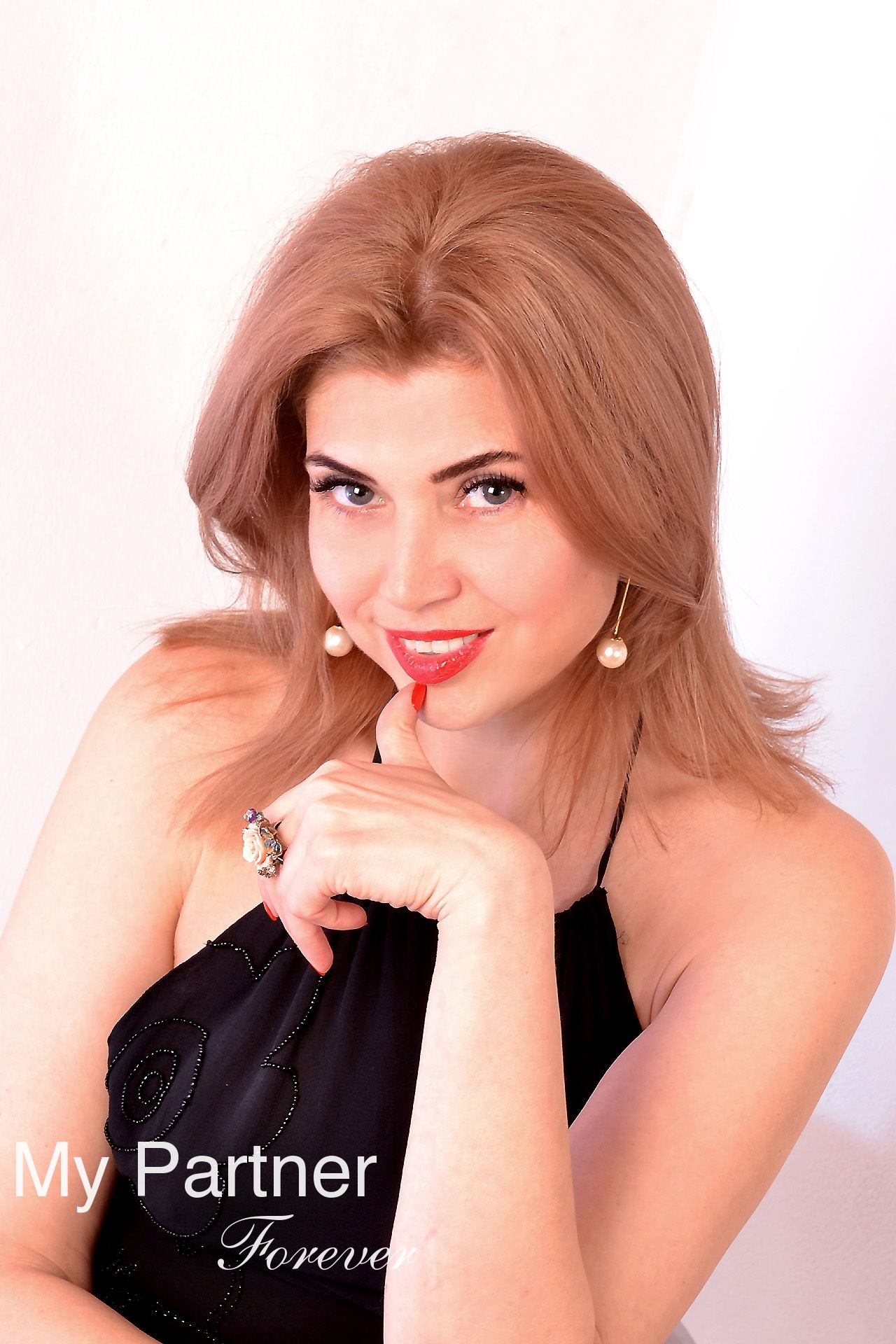 Dating Service to Meet Stunning Ukrainian Woman Alina from Kharkov, Ukraine