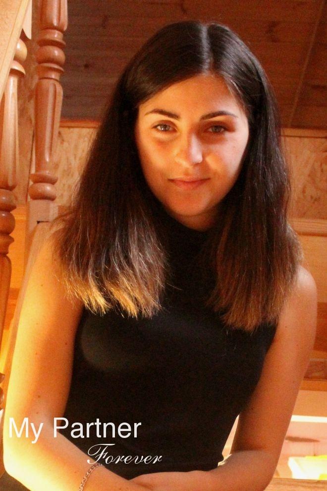 Dating Service to Meet Stunning Ukrainian Woman Elena from Vinnitsa, Ukraine