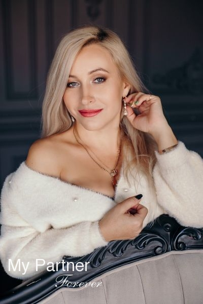 Dating Site to Meet Stunning Ukrainian Girl Oksana from Zaporozhye, Ukraine