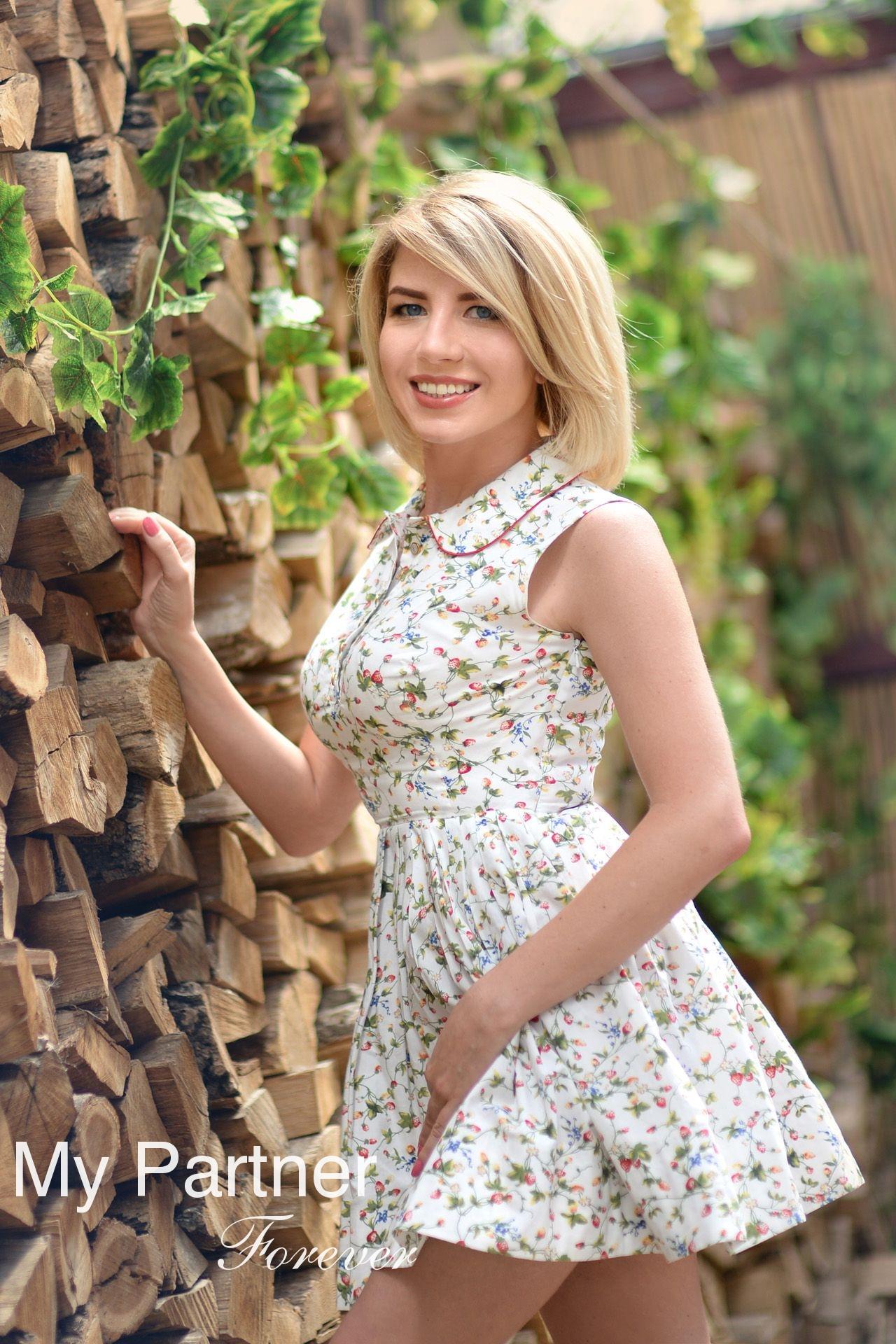 Dating with Beautiful Ukrainian Girl Anna from Kharkov, Ukraine