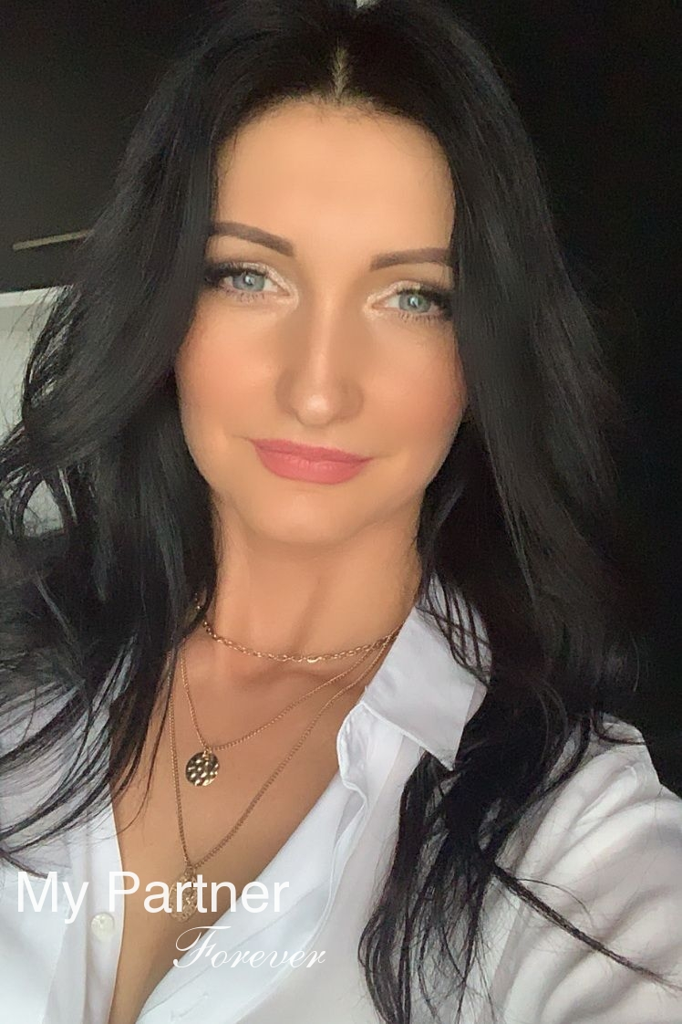 Dating with Gorgeous Belarusian Lady Irina from Grodno, Belarus