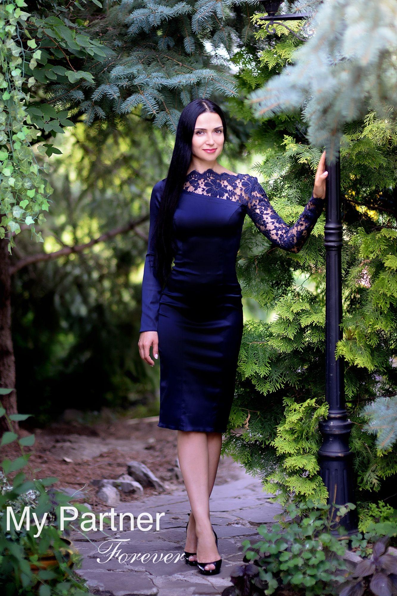 Dating with Pretty Ukrainian Girl Elena from Kharkov, Ukraine