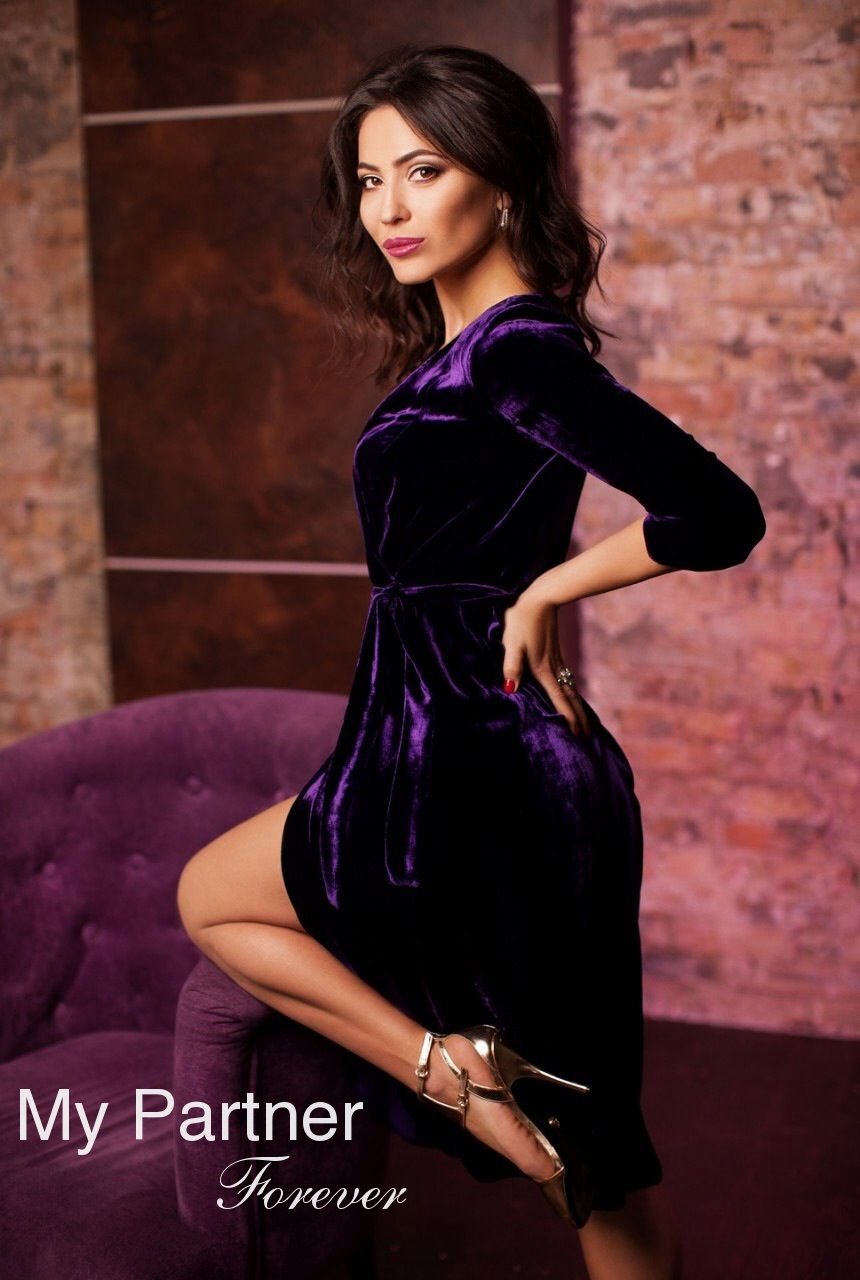 Dating with Pretty Ukrainian Girl Elena from Kiev, Ukraine