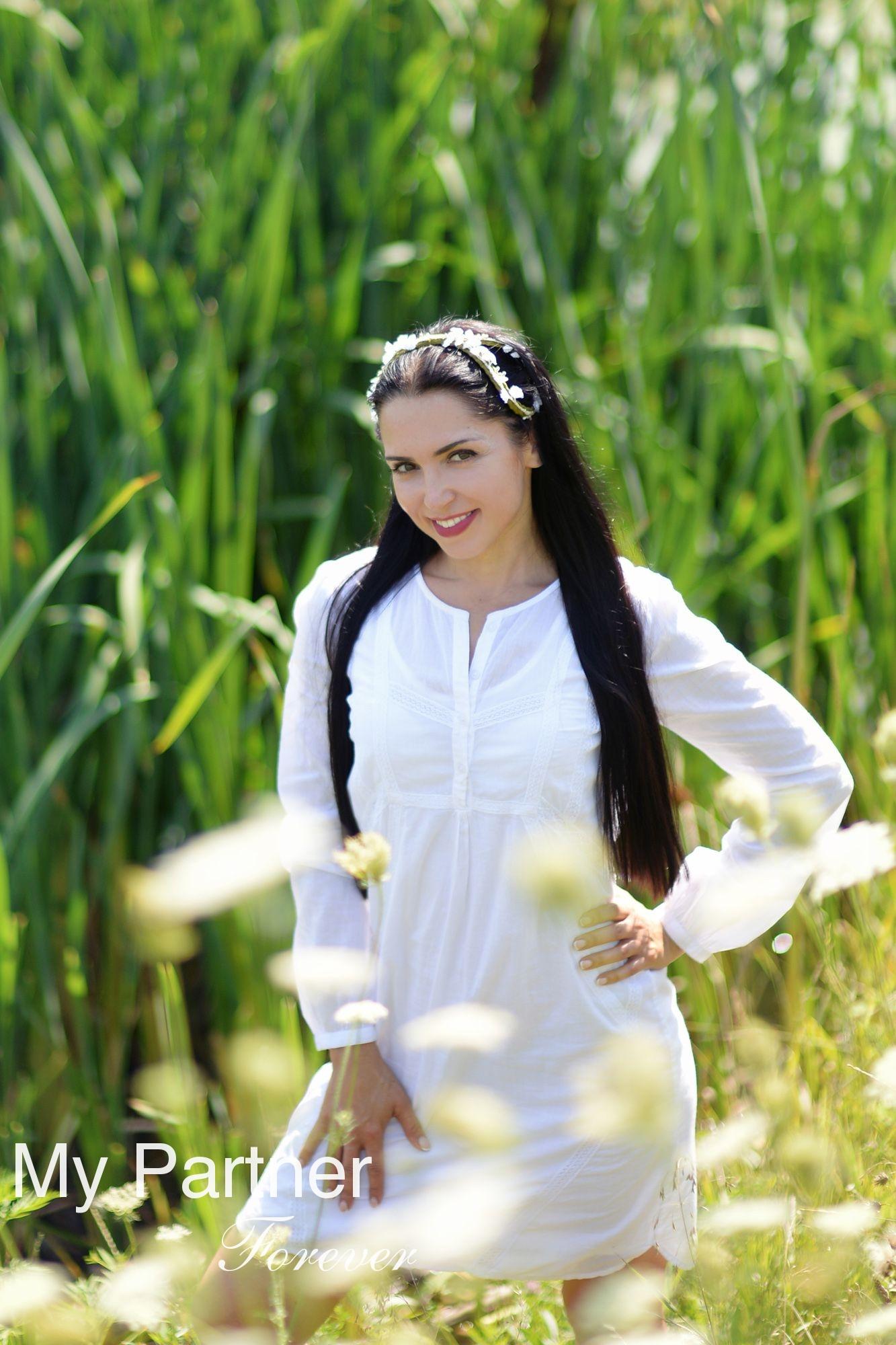 Dating with Stunning Ukrainian Girl Elena from Kharkov, Ukraine