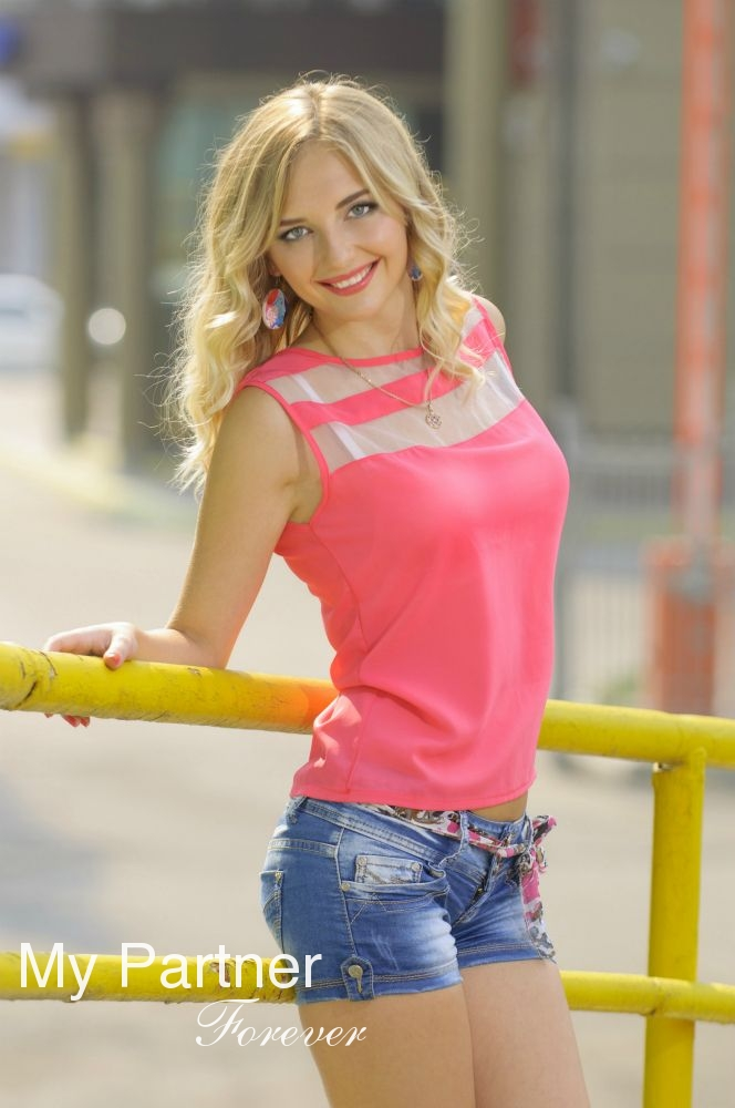 Datingsite to Meet Charming Ukrainian Girl Alina from Poltava, Ukraine