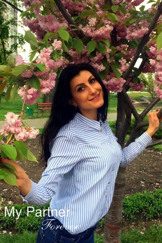 Datingsite to Meet Stunning Ukrainian Girl Yuliya from Vinnitsa, Ukraine