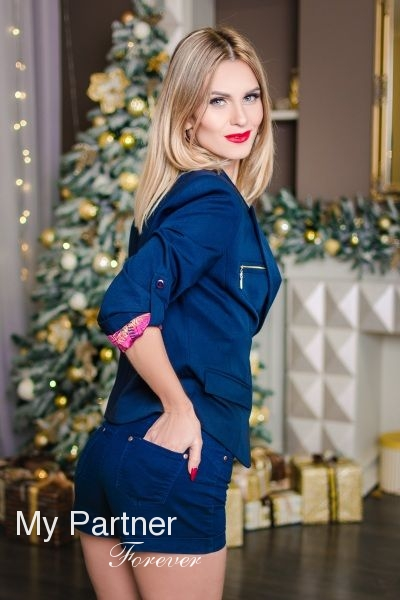 Online Dating with Beautiful Ukrainian Woman Elena from Zaporozhye, Ukraine