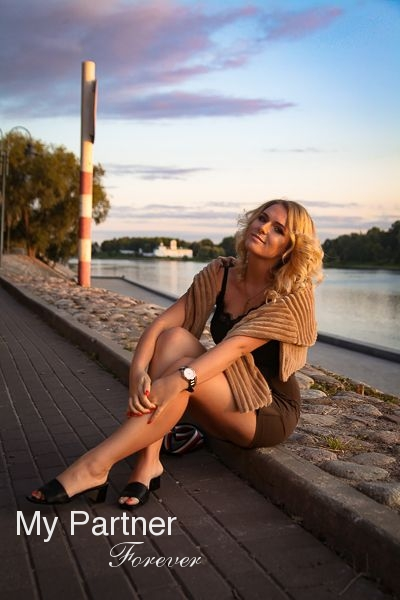 Online Dating with Charming Russian Woman Yuliya from St. Petersburg, Russia