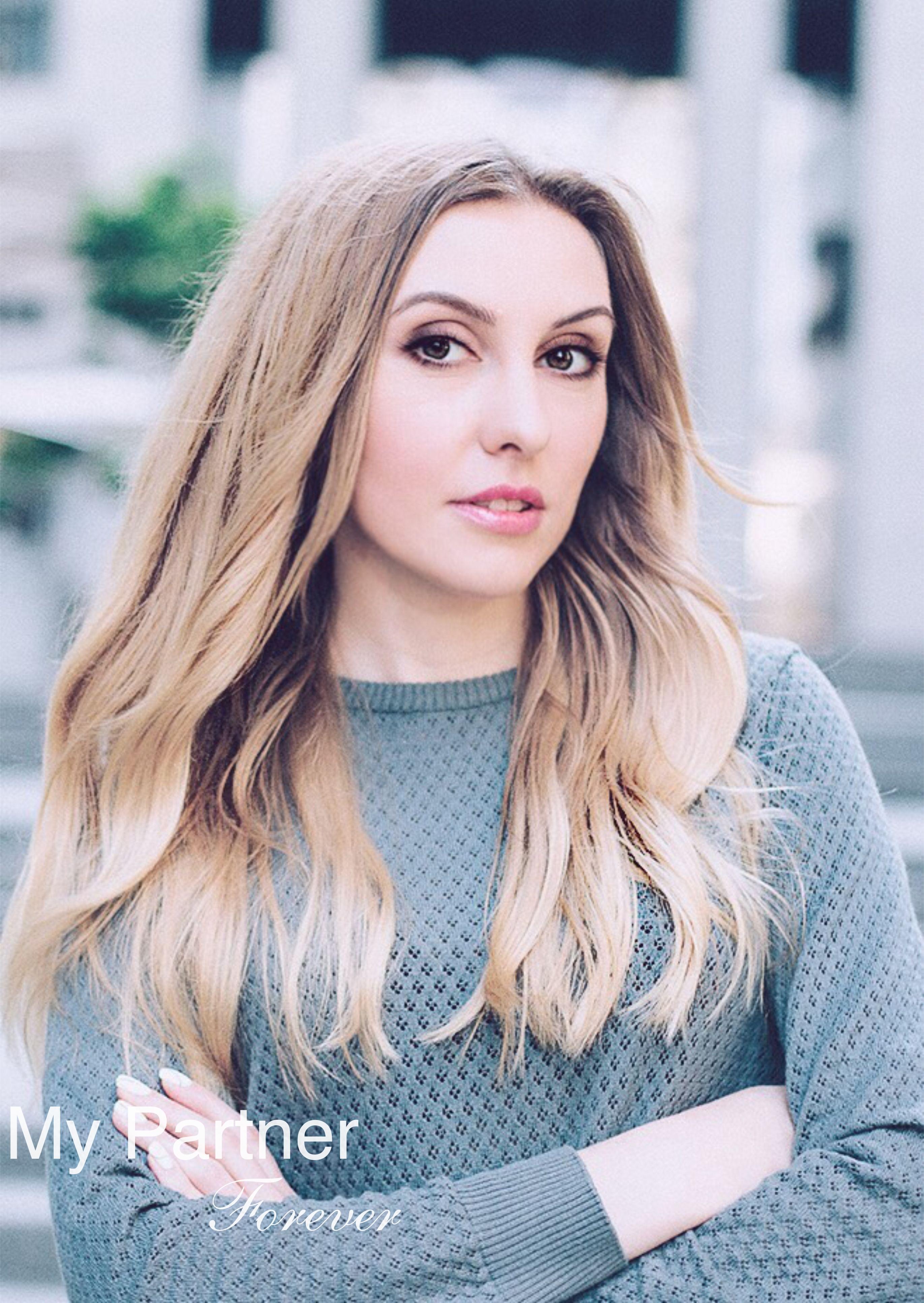 Online Dating with Charming Ukrainian Woman Elena from Kiev, Ukraine