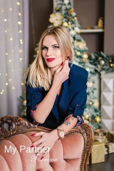 Online Dating with Charming Ukrainian Woman Elena from Zaporozhye, Ukraine