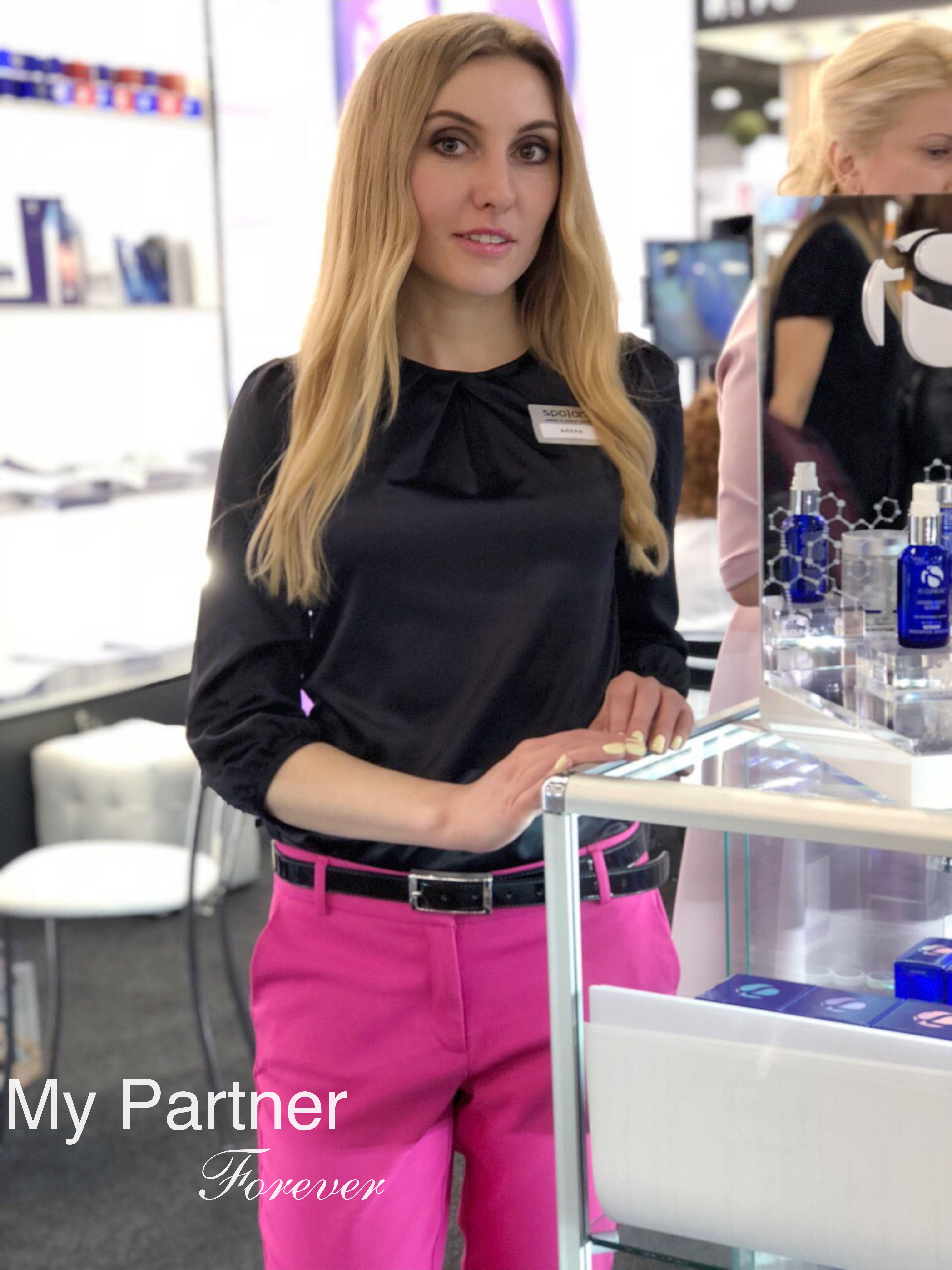 Online Dating with Gorgeous Ukrainian Woman Elena from Kiev, Ukraine