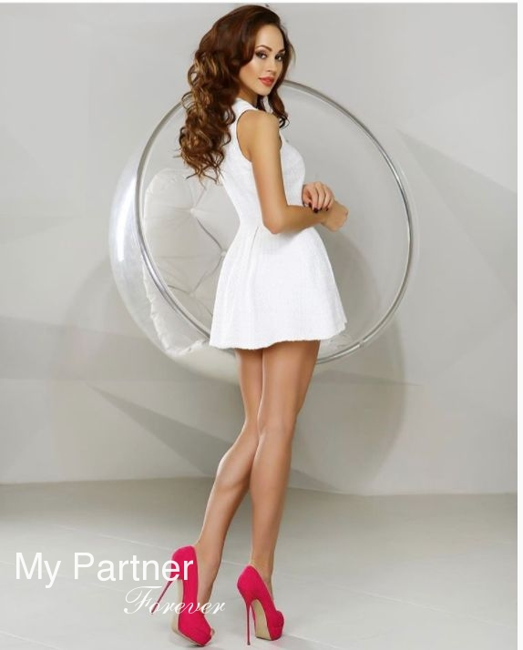 Online Dating with Gorgeous Ukrainian Woman Elizaveta from Kiev, Ukraine