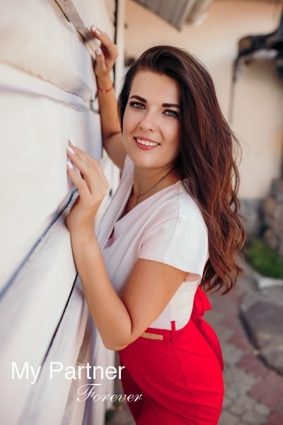 Online Dating with Gorgeous Ukrainian Woman Viktoriya from Zaporozhye, Ukraine