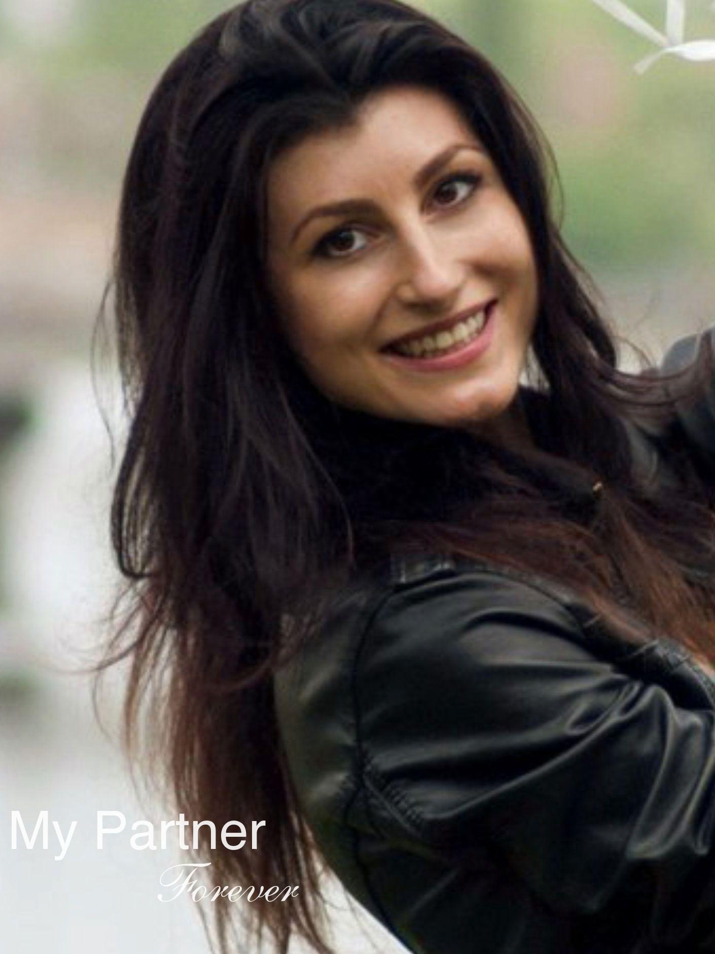 Online Dating with Pretty Ukrainian Woman Yuliya from Vinnitsa, Ukraine