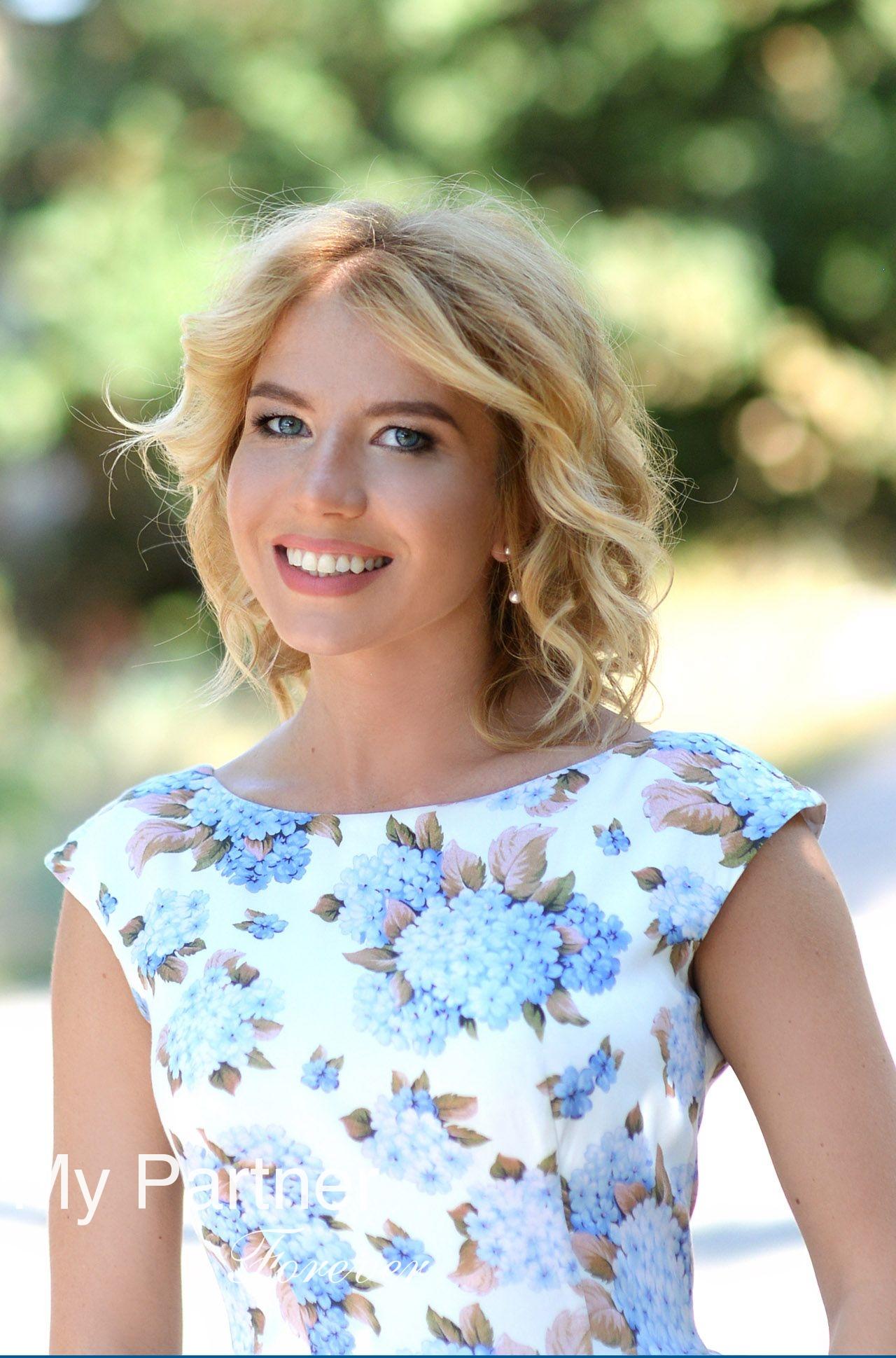 Online Dating with Single Ukrainian Girl Anna from Kharkov, Ukraine