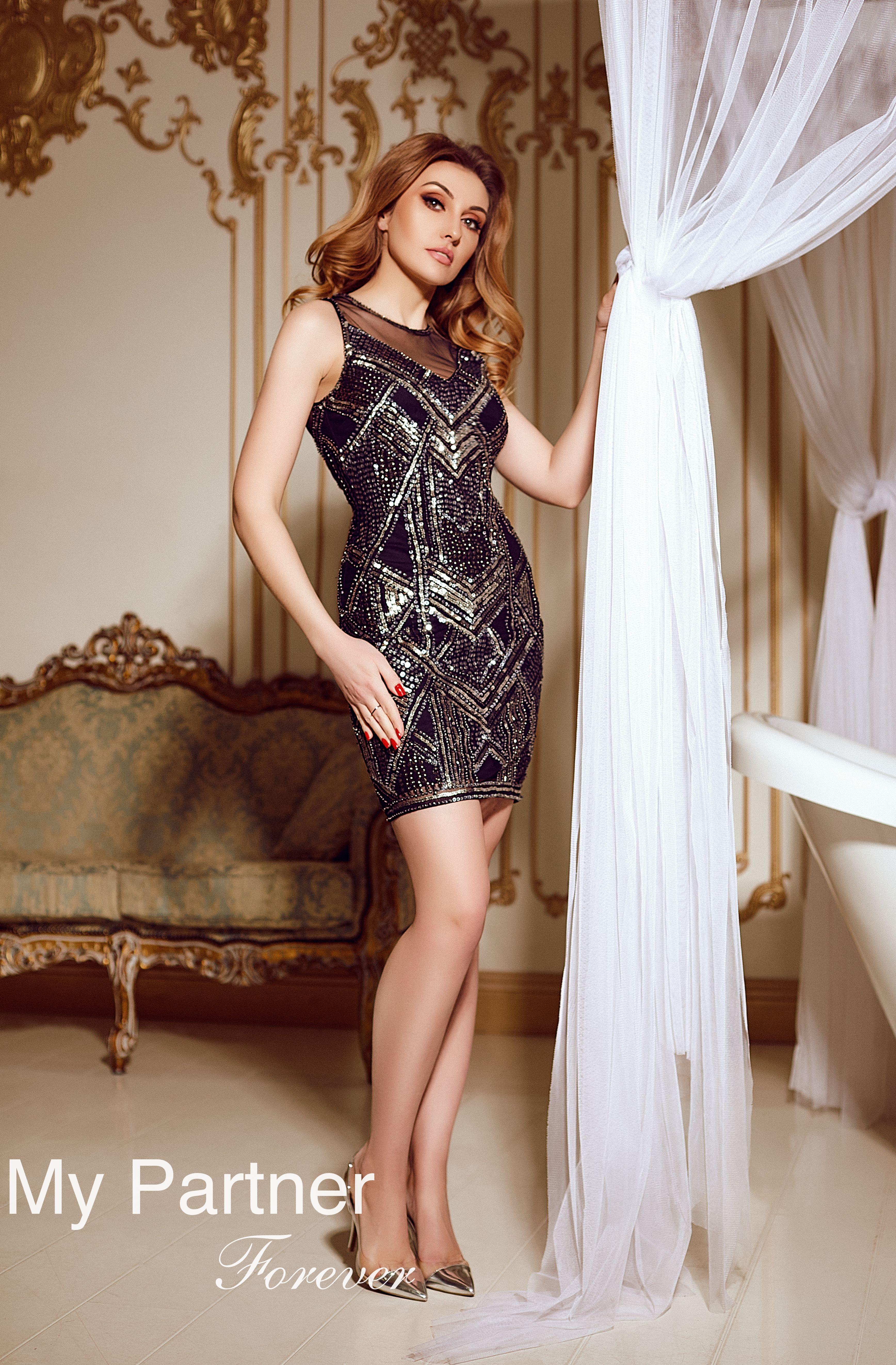 Online Dating with Single Ukrainian Woman Elena from Kiev, Ukraine
