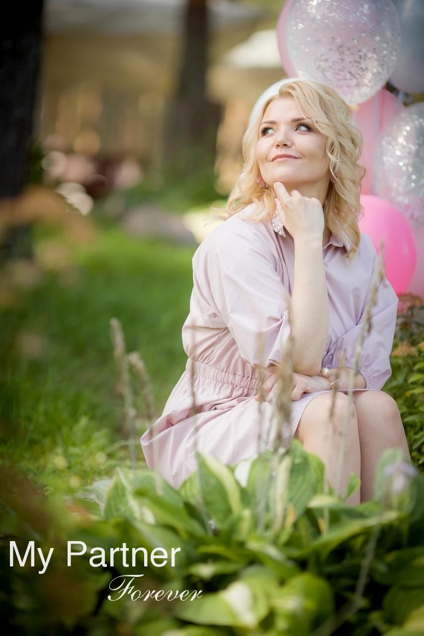 Online Dating with Stunning Russian Lady Nadezhda from Pskov, Russia