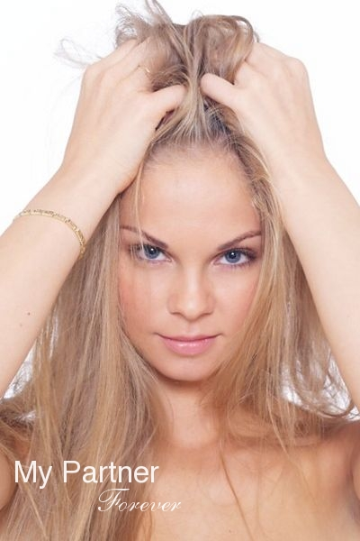 Online Dating with Stunning Russian Woman Marina from St. Petersburg, Russia