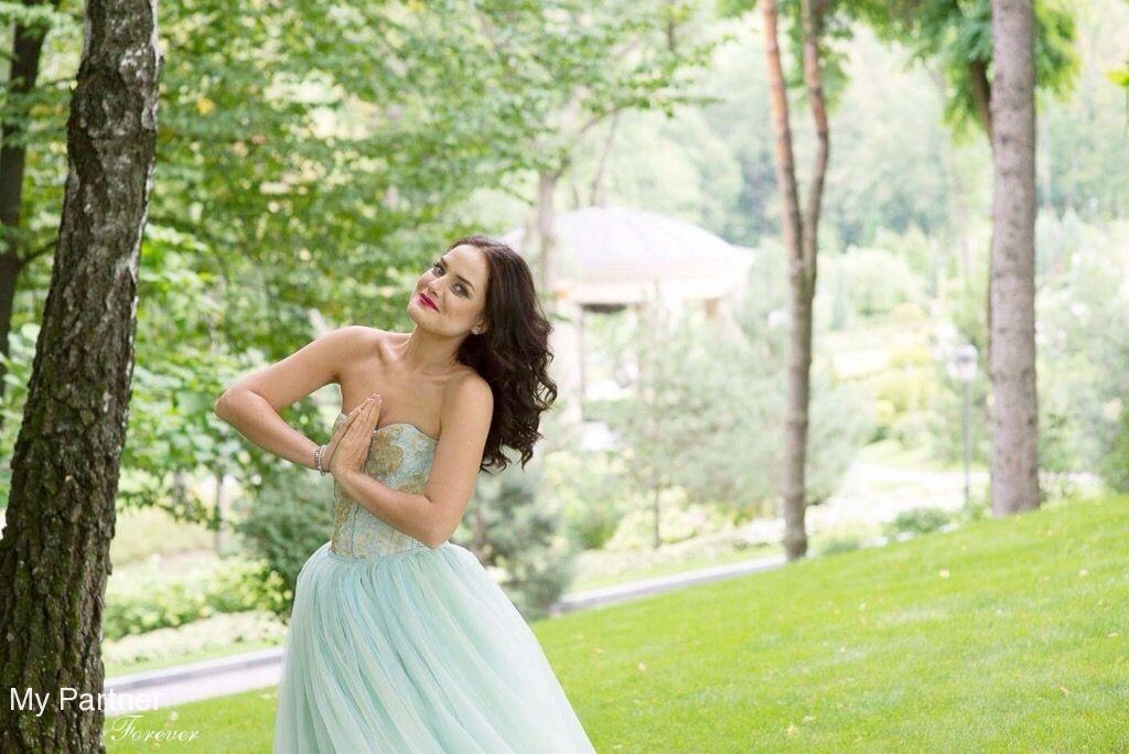 Online Dating with Beautiful Ukrainian Woman Marina from Kiev, Ukraine